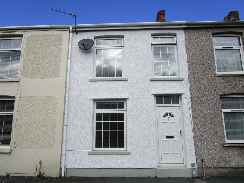 2 Bedrooms Terraced House for sale in Heol Giedd , Cwmgiedd, Ystradgynlais, Swansea.