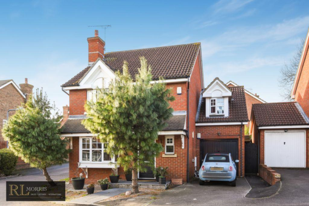 4 Bedrooms Detached House for sale in Hoverton Way, Chigwell, IG6