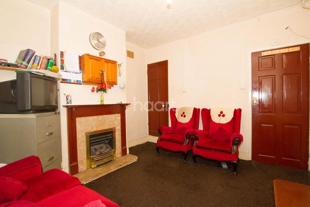 3 Bedrooms Terraced House for sale in A Great Family Home On Althorp Road