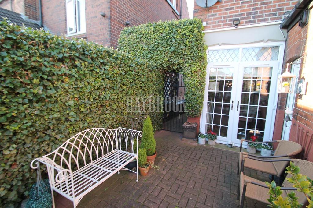 4 Bedrooms Semi Detached House for sale in Broom Grove, Broom