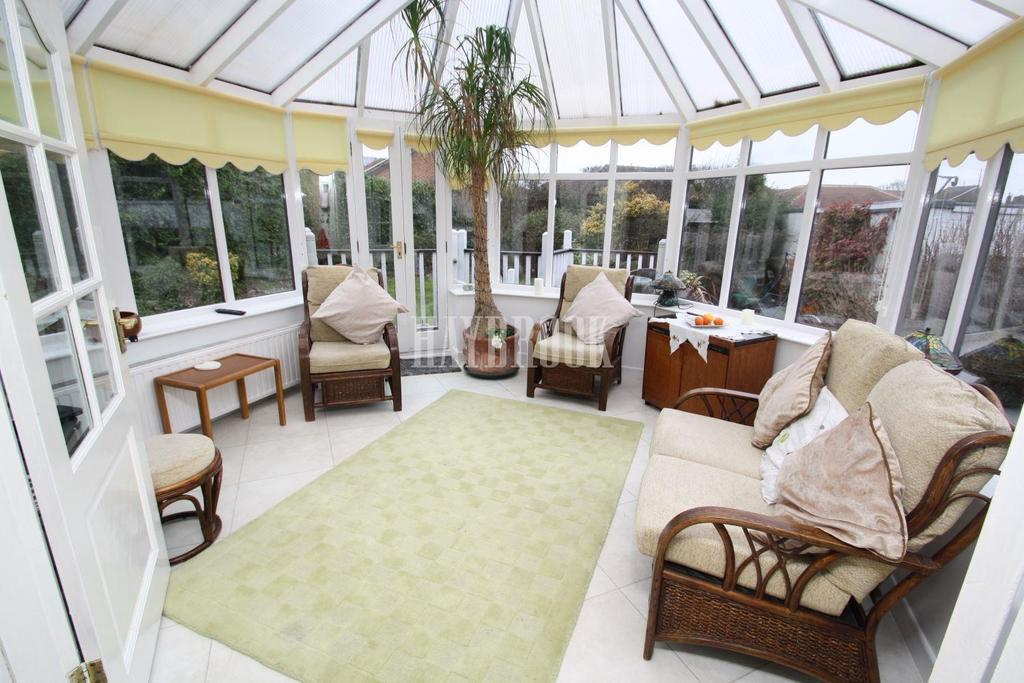 3 Bedrooms Bungalow for sale in Hollinsend Road, Gleadless, S12