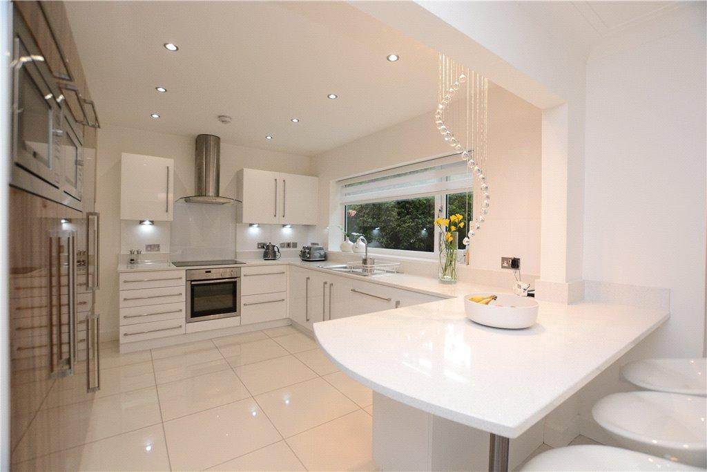 3 Bedrooms Detached House for sale in Foxhill Green, Adel, Leeds
