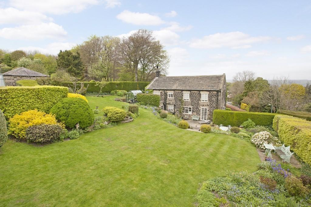 5 Bedrooms Detached House for sale in Moor Road, Burley Woodhead, Near Ilkley