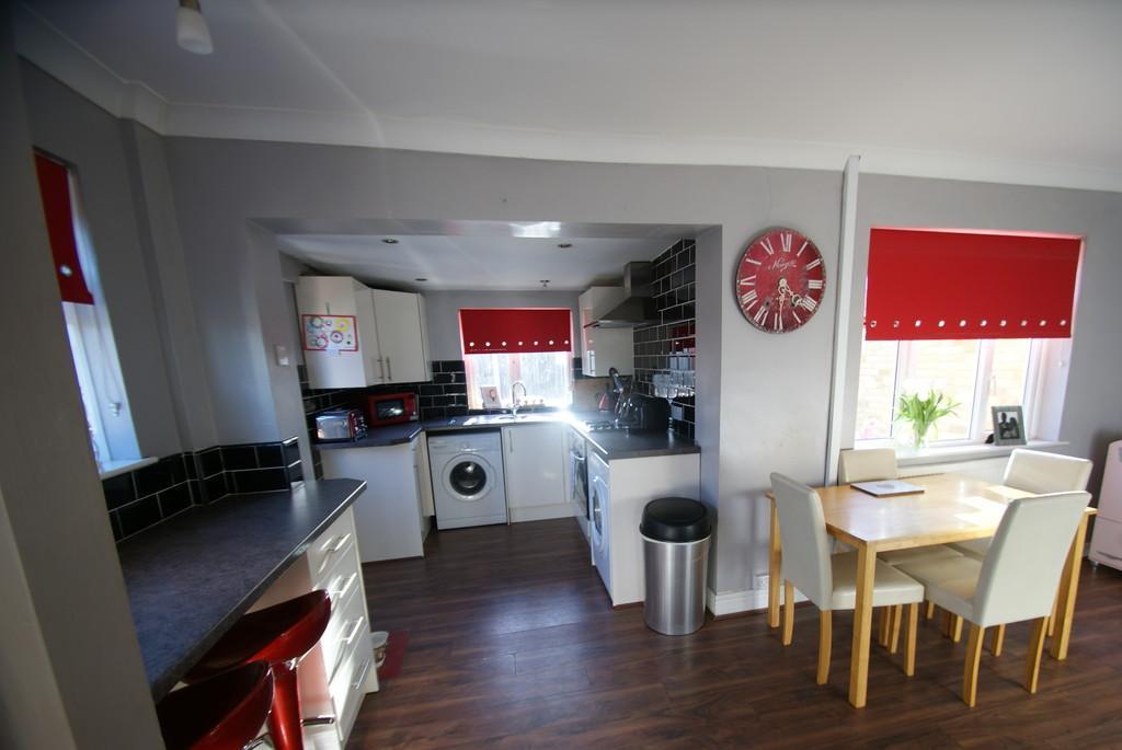 2 Bedrooms Semi Detached House for sale in Dentons Green Lane, Kirk Sandall