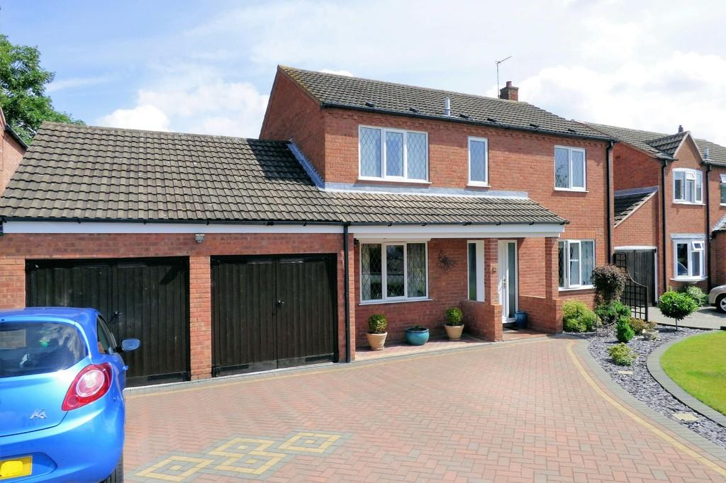 4 Bedrooms Detached House for sale in Park Close, Barton Under Needwood
