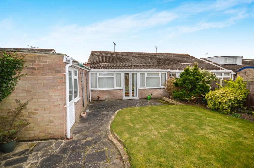 2 Bedrooms Semi Detached Bungalow for sale in Elm Close, Alresford, CO7 8EE