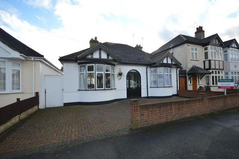 2 bedroom detached bungalow for sale - Cranham Road, Hornchurch, Essex, RM11