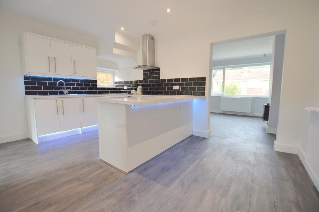 3 Bedrooms Semi Detached House for sale in Sunningdale, Stopsley, Luton, LU2 7TF