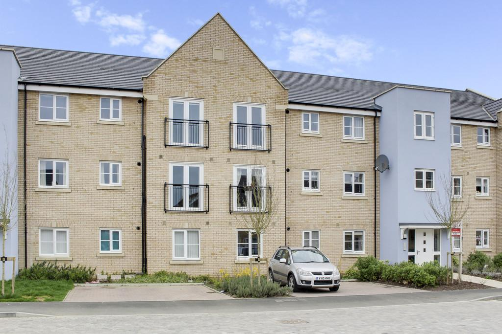 2 Bedrooms Ground Flat for sale in Buttercup Avenue, Eynesbury, St. Neots