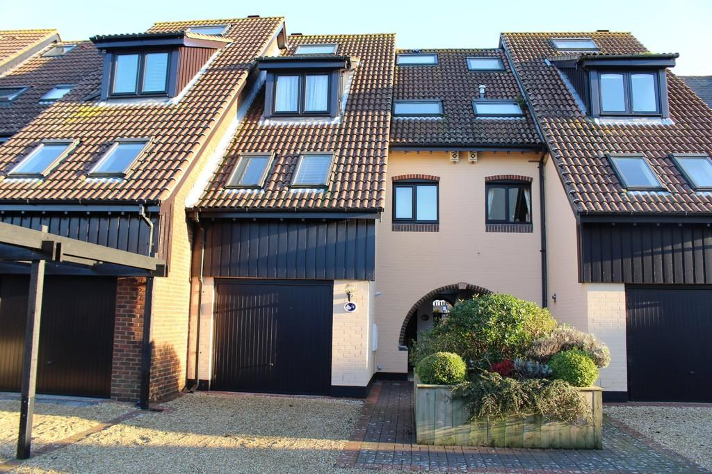 4 Bedrooms Town House for sale in Astra Court, Hythe Marina Village, Southampton