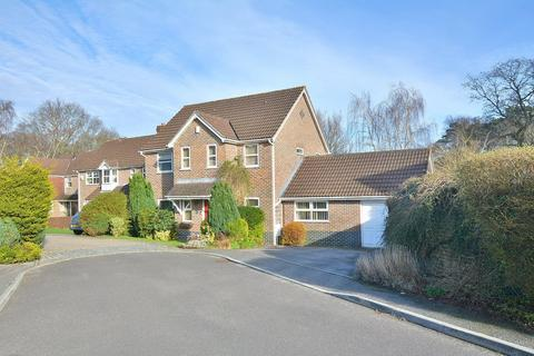 5 bedroom detached house for sale - Mallow Close, Broadstone