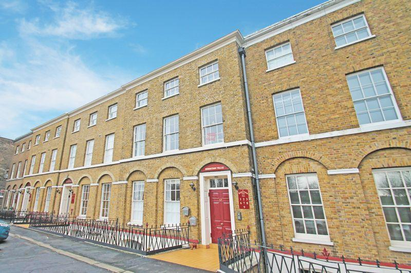 2 Bedrooms Apartment Flat for sale in 14 - 17 New Road, Rochester