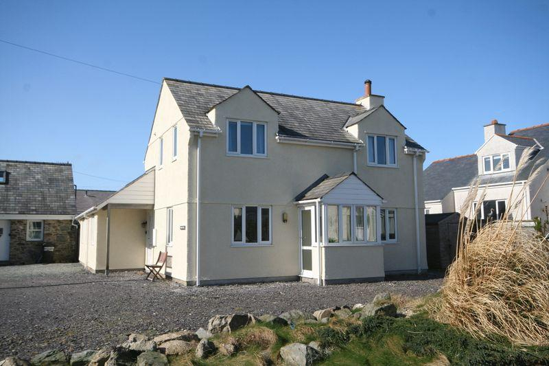 3 Bedrooms Detached House for sale in Cemaes Bay, Anglesey