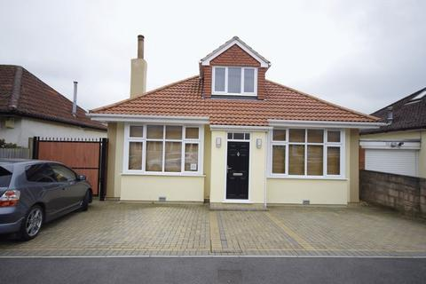 1 bedroom in a house share to rent - Hazeldene Road, Patchway, Bristol