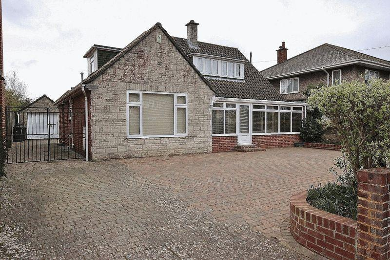 4 Bedrooms Chalet House for sale in Keswick Road, Boscombe Manor, Bournemouth