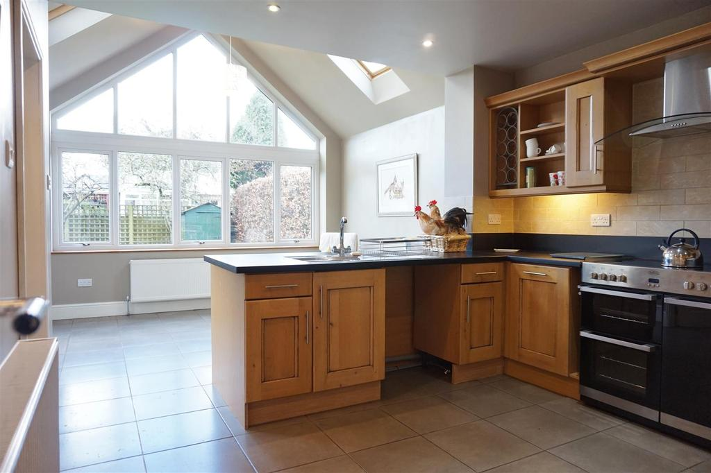 4 Bedrooms Detached House for sale in Fairfield Drive, Clitheroe