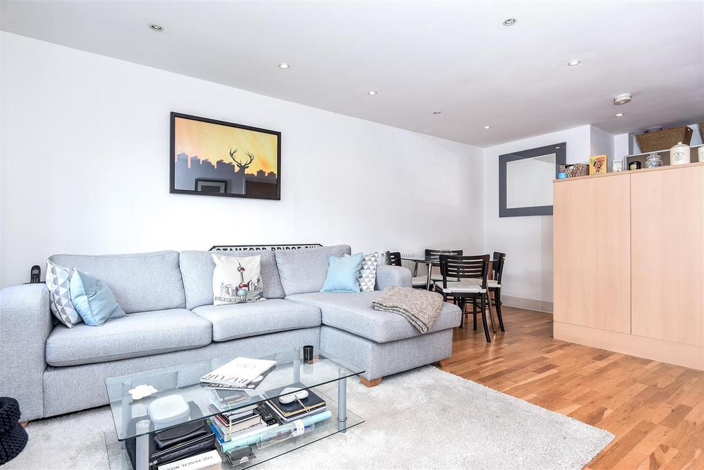 1 Bedroom Flat for sale in Dryburgh Road, Putney