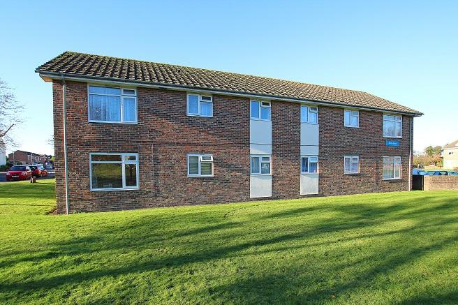 2 Bedrooms Ground Flat for sale in Heron Court, Elizabeth Road, Chichester PO19
