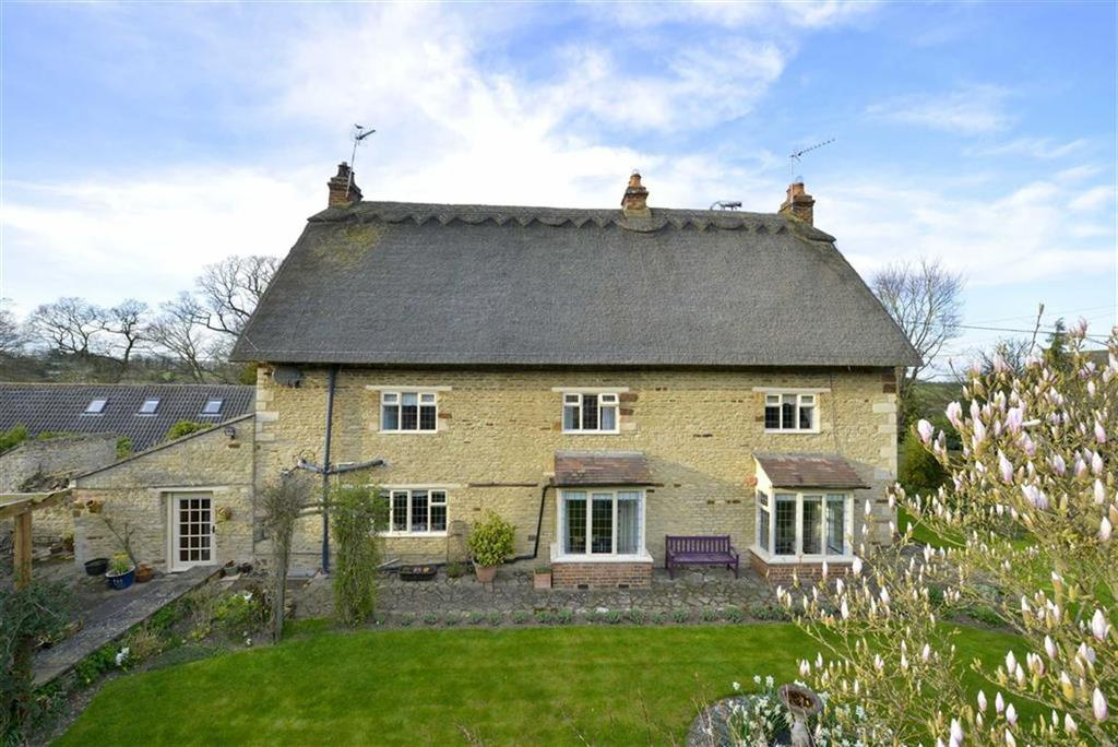 5 Bedrooms Detached House for sale in Church Lane, Cranford