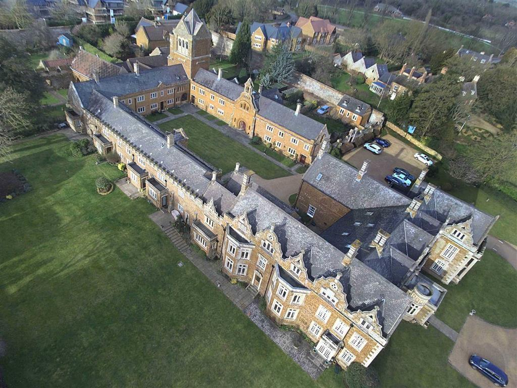 3 Bedrooms Flat for sale in Finedon Hall, Finedon