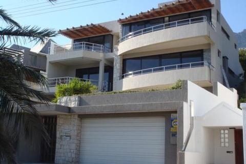 5 bedroom detached house  - Camps Bay, Cape Town, South Africa