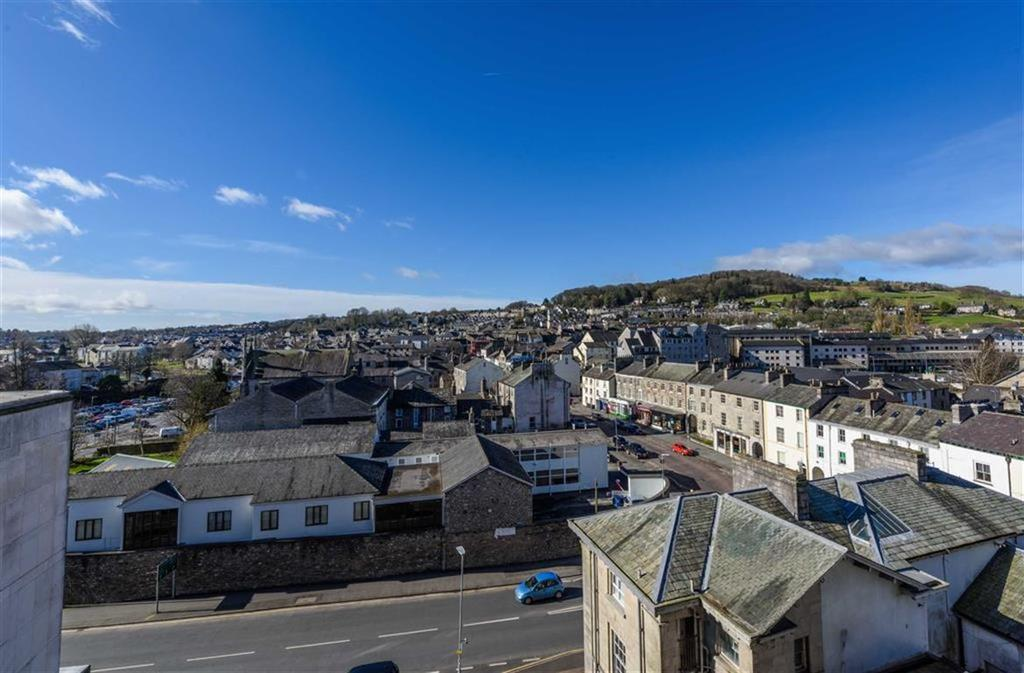 2 Bedrooms Flat for sale in Sand Aire House, Kendal, Cumbria