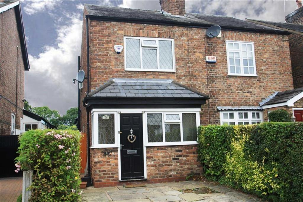 3 Bedrooms Semi Detached House for sale in Nursery Lane, Wilmslow