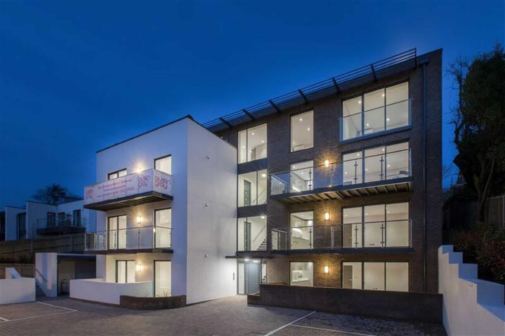 2 Bedrooms Flat for sale in Goldstone Crescent, Hove