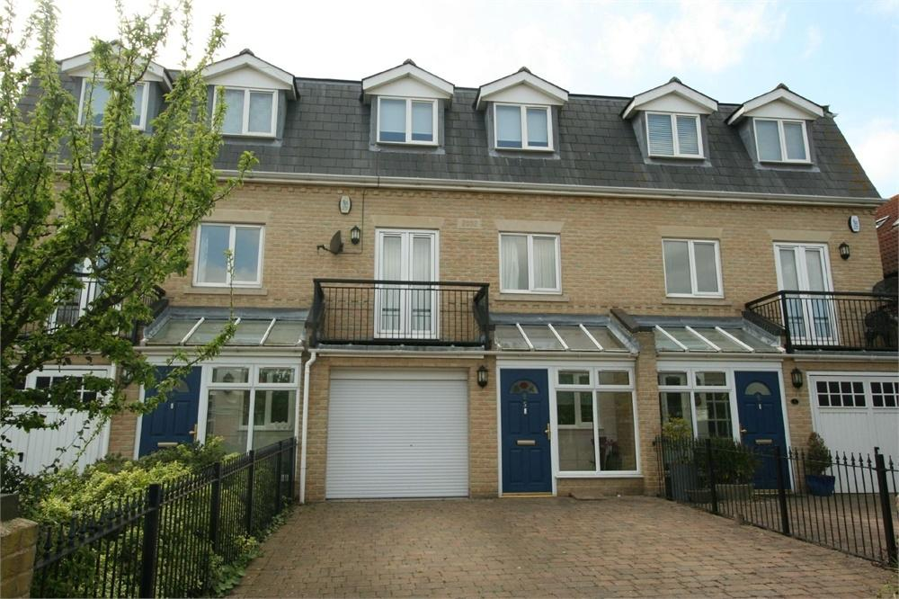 4 Bedrooms Terraced House for sale in Old Parsonage Way, FRINTON-ON-SEA, Essex
