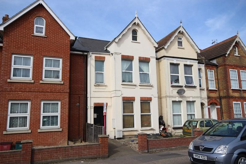 2 Bedrooms Flat for sale in Wellesley Road, CLACTON ON SEA