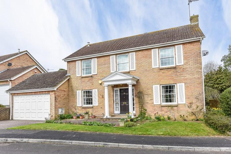 4 Bedrooms Detached House for sale in Burdock Close, Goodworth Clatford, Andover