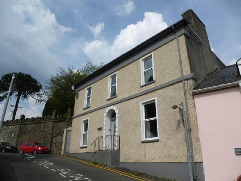 3 Bedrooms Semi Detached House for sale in Abbey Terrace, Llandeilo, Carmarthenshire.