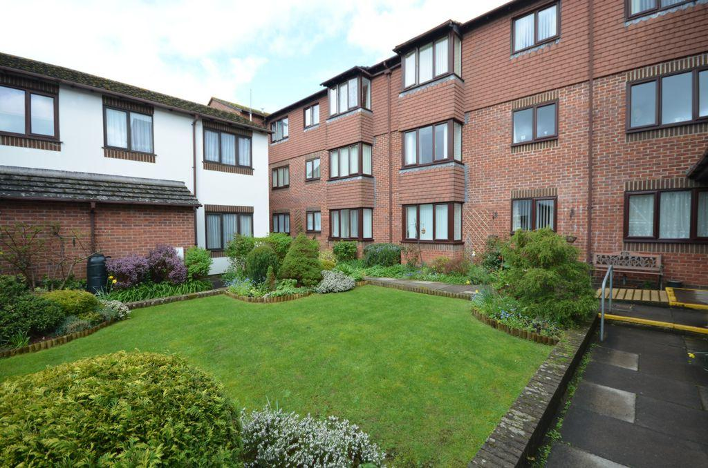 2 Bedrooms Flat for sale in Stonelands Mews, Dawlish, EX7