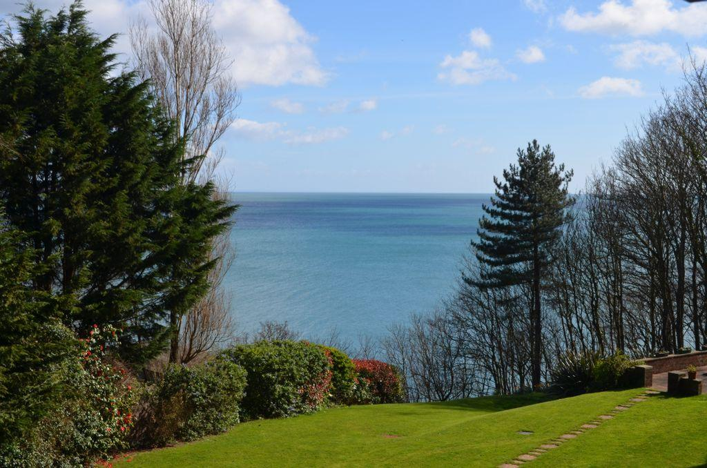 3 Bedrooms Flat for sale in Old Teignmouth Road, Dawlish, EX7