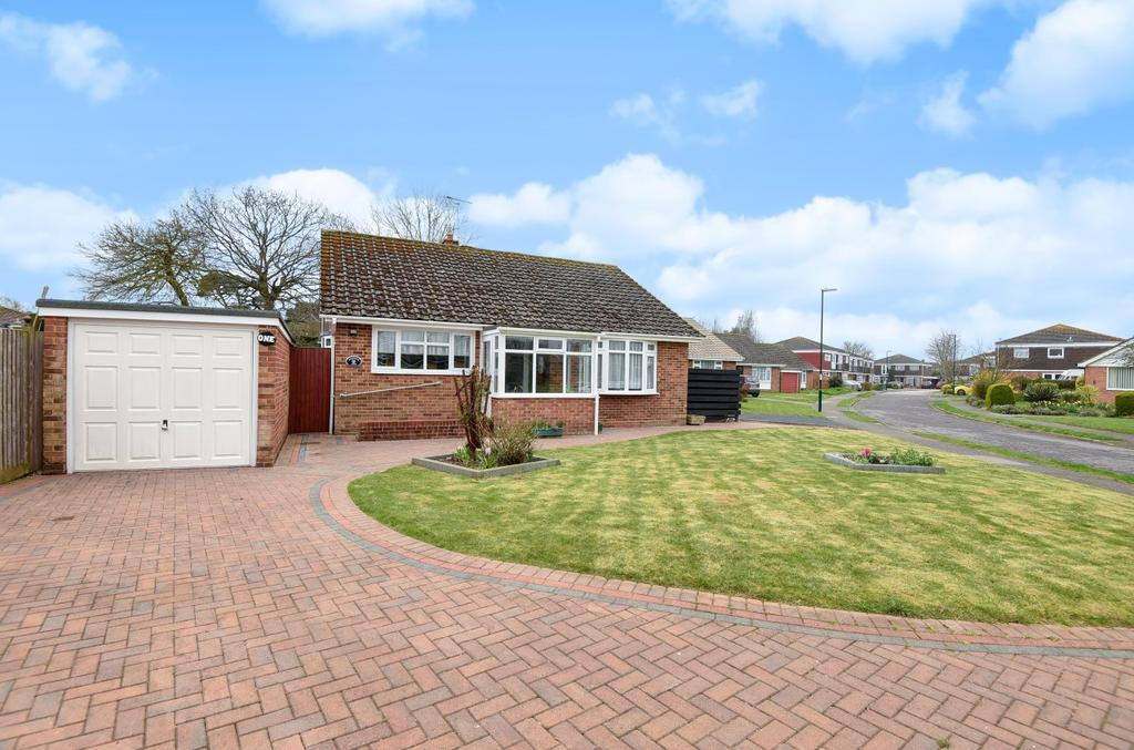 3 Bedrooms Detached Bungalow for sale in Langley Grove, Aldwick, Bognor Regis, PO21