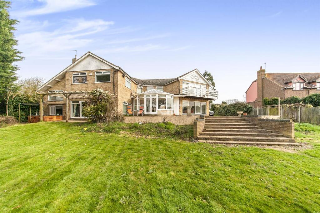 5 Bedrooms Detached House for sale in Mill Street, St Osyth