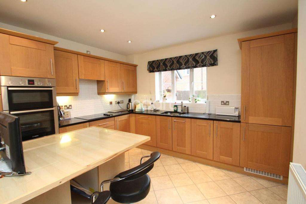 4 Bedrooms Detached House for sale in Burberry Avenue, Hucknall