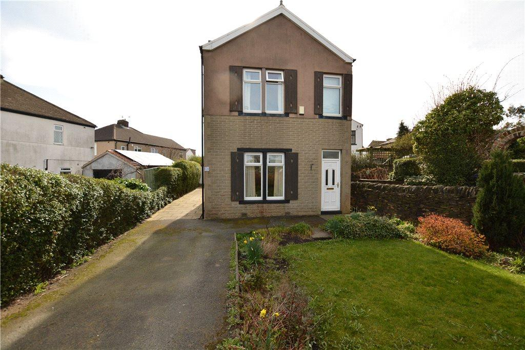 3 Bedrooms Detached House for sale in Cemetery Road, Pudsey, West Yorkshire
