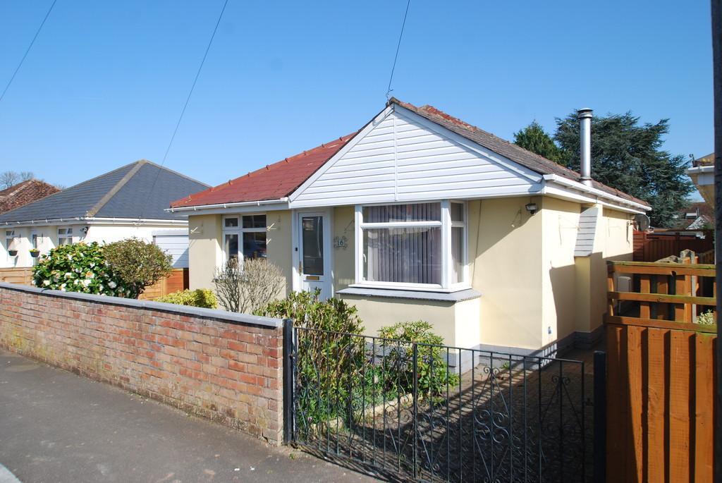2 Bedrooms Detached Bungalow for sale in Goodwood Road, MALVERN LINK