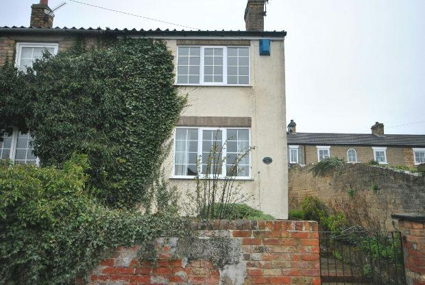 3 Bedrooms End Of Terrace House for sale in New Road, Waltham, GRIMSBY