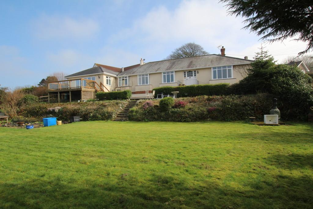 4 Bedrooms Detached Bungalow for sale in Spectacular views and wonderful walks from Templars Way, Cuck Hill