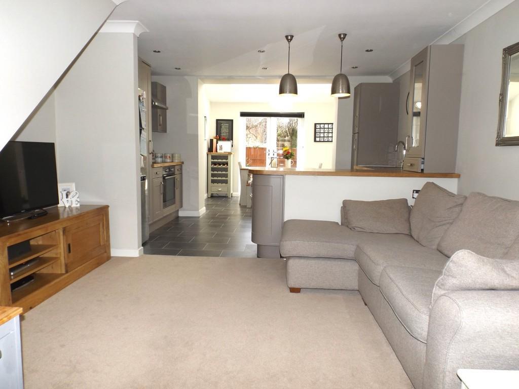3 Bedrooms Semi Detached House for sale in St Matthews Close, Haslington