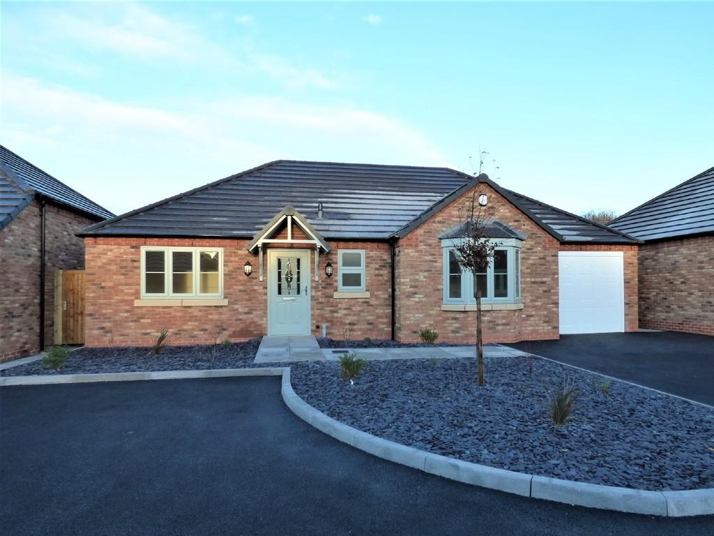 3 Bedrooms Detached Bungalow for sale in Lancaster Close, New Road, Hixon