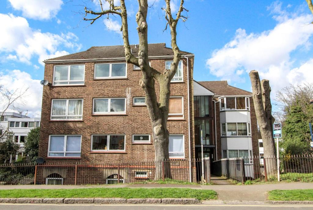2 Bedrooms Apartment Flat for sale in Cromarty House, Mount Crescent, Brentwood, Essex, CM14