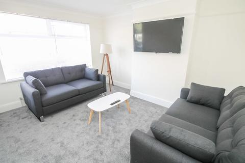 4 bedroom terraced house to rent - ALL BILLS INCLUDED -  Mayville Avenue, Hyde Park