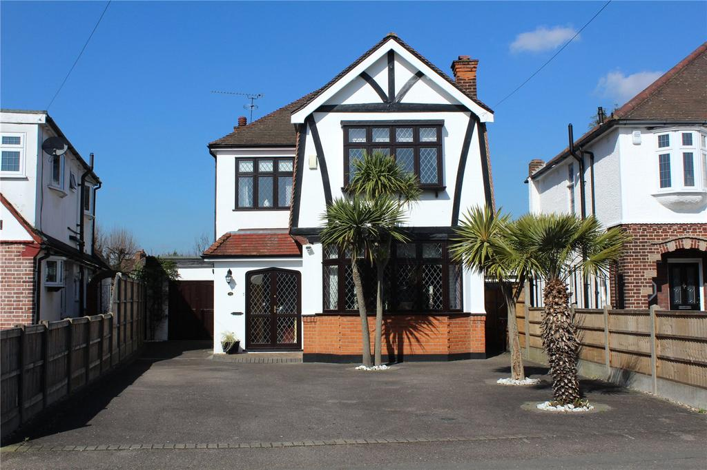 3 Bedrooms Detached House for sale in Kenilworth Gardens, Hornchurch, RM12