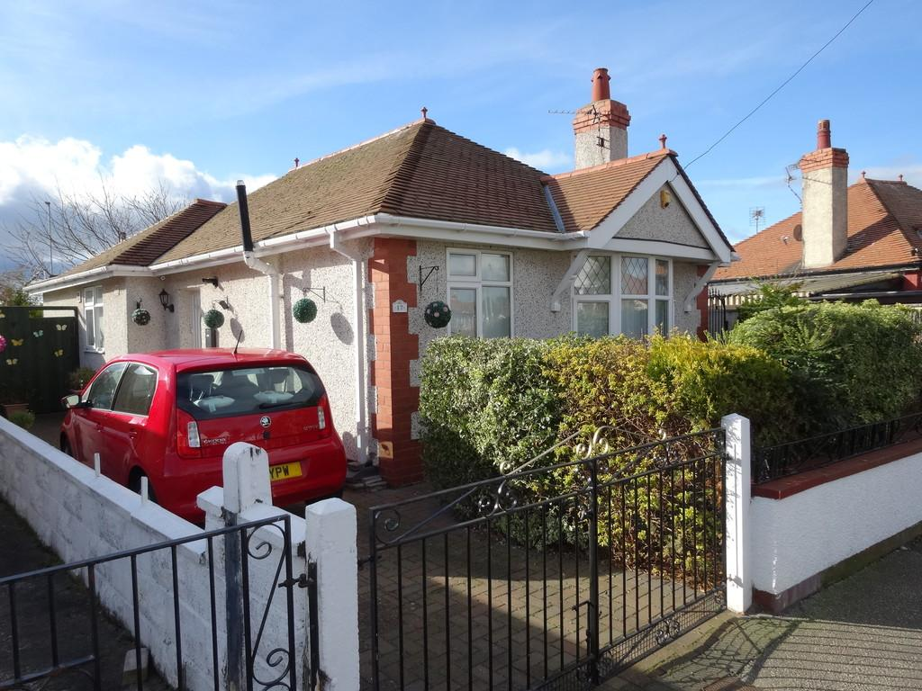 2 Bedrooms Detached Bungalow for sale in Bridgegate Road, Rhyl