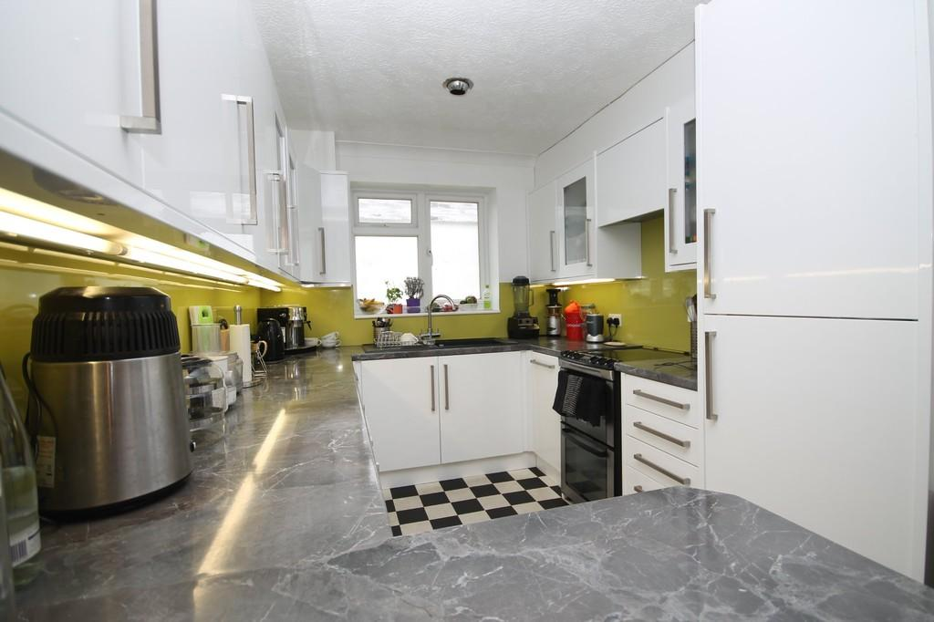 3 Bedrooms Semi Detached Bungalow for sale in Sedbury Road, Sompting, BN15 0LN