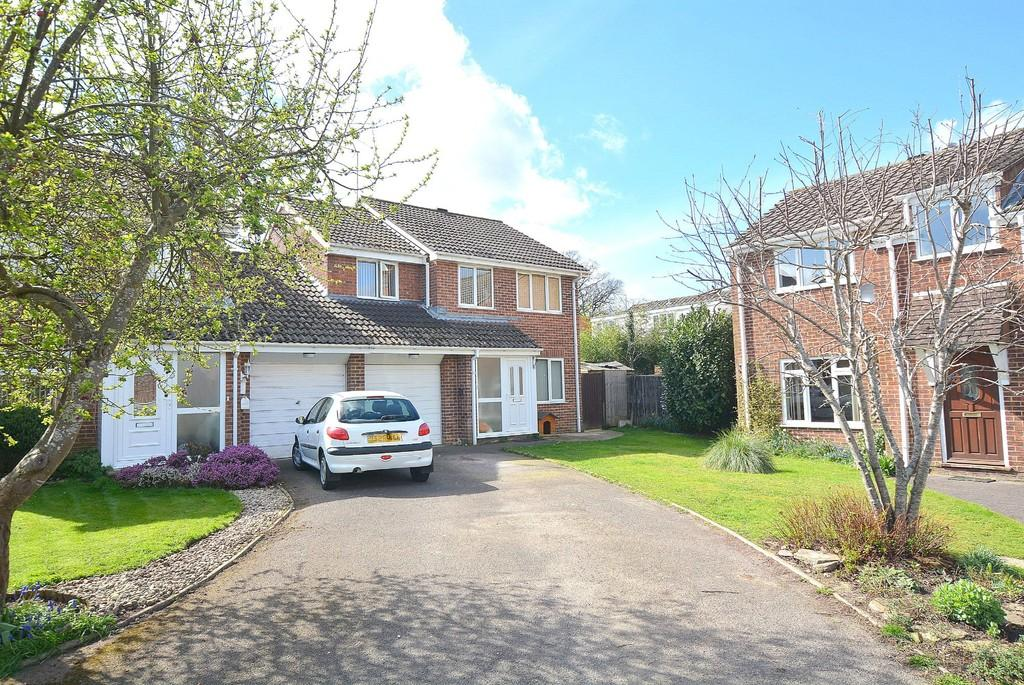 4 Bedrooms Link Detached House for sale in Hawker Close, WIMBORNE