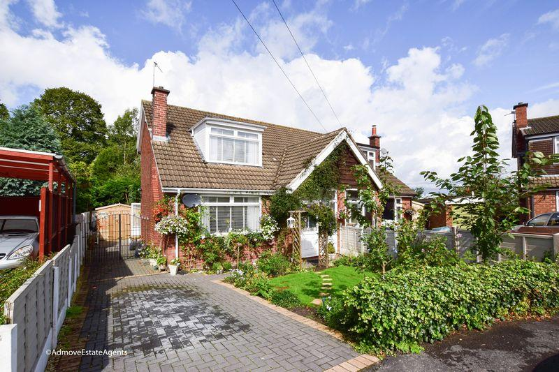3 Bedrooms Semi Detached House for sale in The Drive, Lymm
